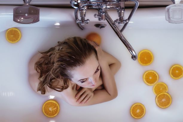 Cleopatra's Glamorous Milk And Honey Bath